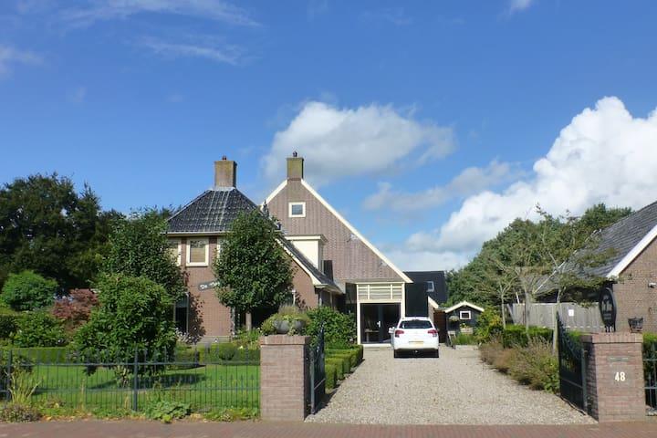 Riante woonboerderij - Wapse - Huis