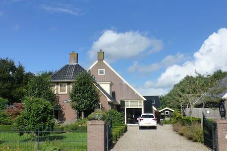 Riante woonboerderij - Wapse