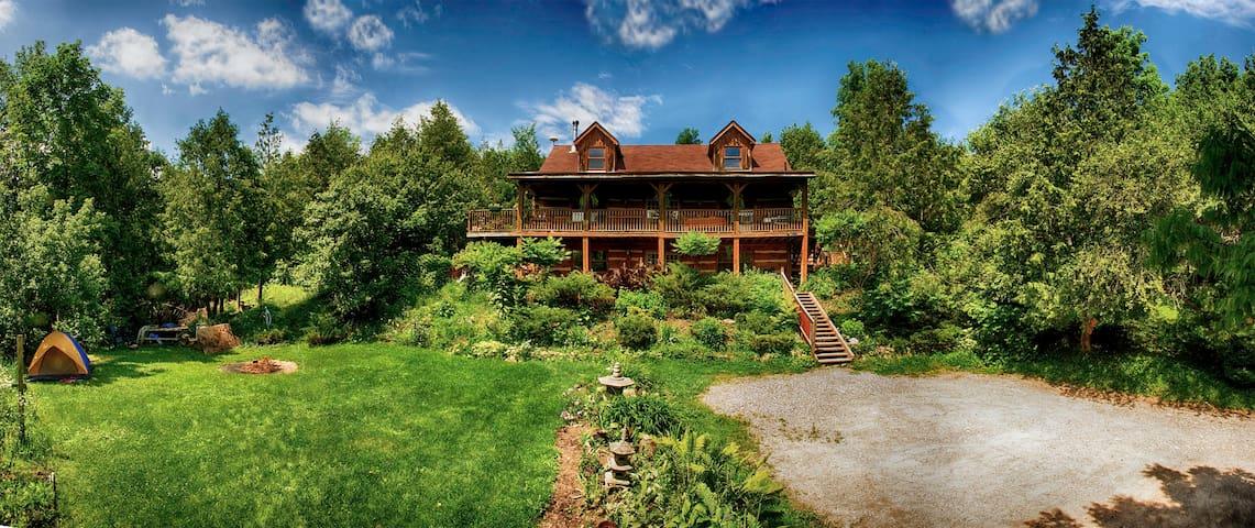 Pine River Log Home: Queen Bed Room