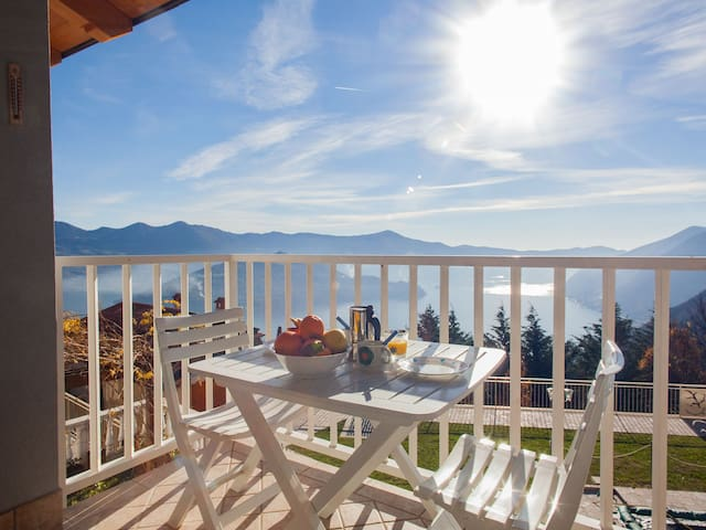 Charming apartment for 2 people on Lake Iseo - Plassi - 公寓