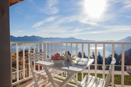 Charming apartment for 2 people on Lake Iseo - Plassi - Apartmen