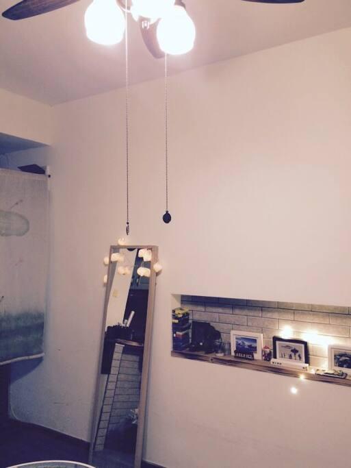 客厅穿衣镜,把最美的你留给杭州。晚上开着灯,另一种氛围的美。