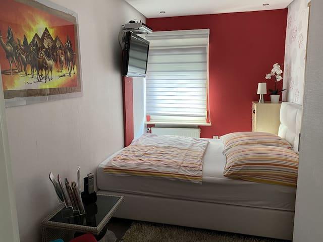 Zimmervermietung Volland (Weimar-Tröbsdorf) - LOH07404, Kleines Doppelzimmer mit Bad/WC Mitbenutzung