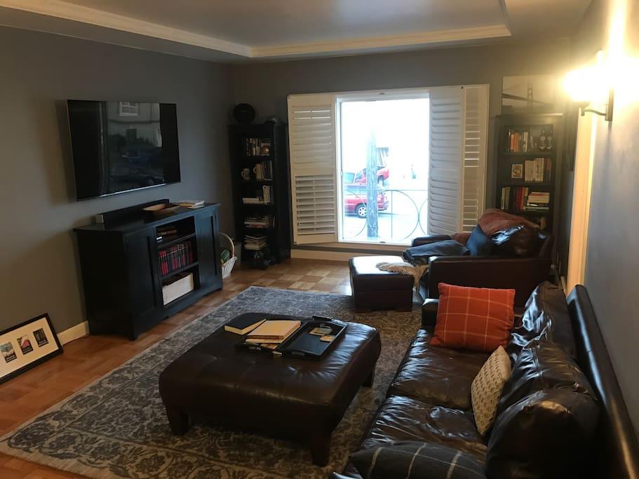 "Large Living Room w 65"" TV & WiFi"