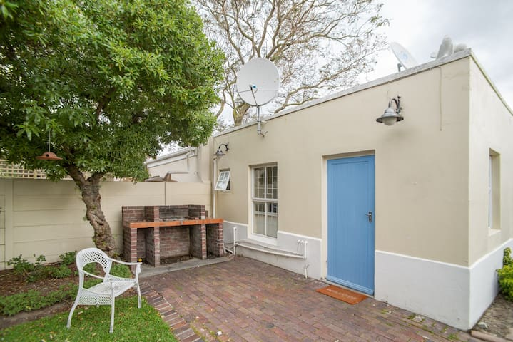 COTTAGE IN RONDEBOSCH EAST