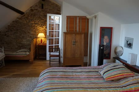 RAFAEL chambre famille 32M2 avec Petits Déjeuners - Feucherolles - Gästehaus