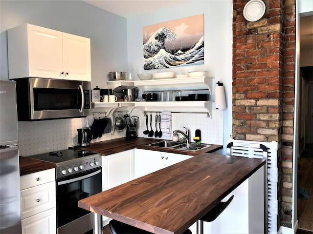 Great! 2 br with backyard and parking, downtown