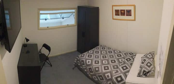 Cozy Room Next to Southern Cross!