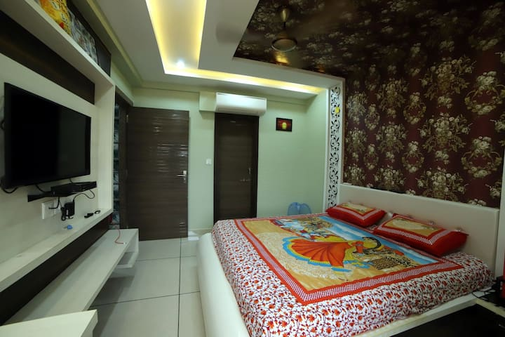 Bedroom, modern.. Ulta luxurious.