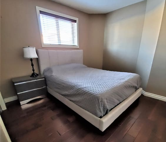 Erin Ridge room for rent 3