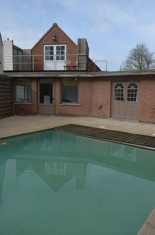 Ingelmunster, poolhouse in alle rust en privacy