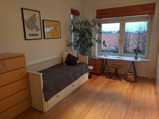 Gemütliches Altbau-Zimmer im Generalsviertel
