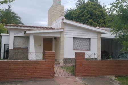 Casas en Alquiler Temporario para 4/5 Personas - Colón - Hus