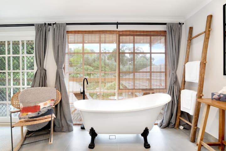 Bimbimbie Apartment: luxury suite
