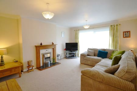 'Hafan', self-catering bungalow nr. Newgale Sands