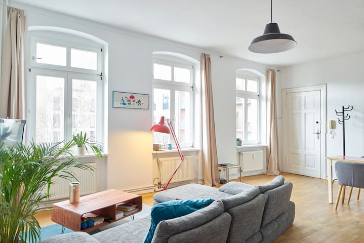 Mitte: Great studio close to the TV tower