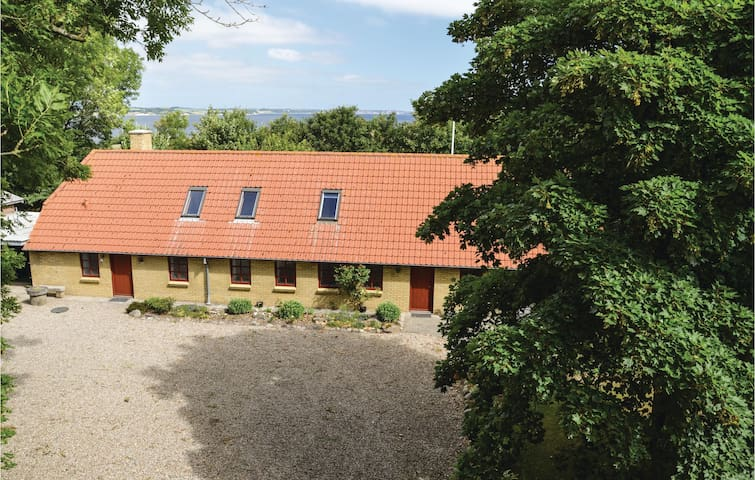 Former farm house with 4 bedrooms on 170m² in Erslev