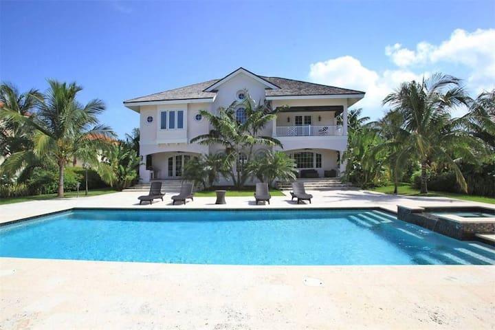 Paradise Island Villa in Gated Community