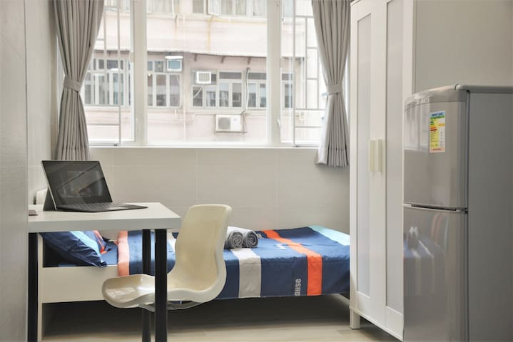 Modern studio, near Sai Ying Pun MTR, w/ wifi, NEW