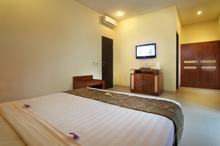 Room Only@ Deluxe Putri Ayu Cottages