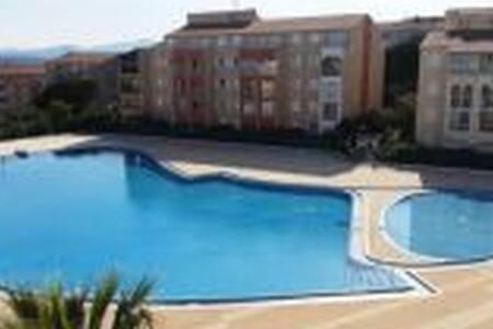 Rez de jardin avec piscine et tennis - 弗雷瑞斯 - 公寓