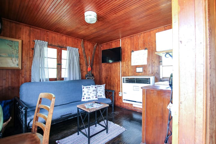Mackinaw Timbers - Cabin #10 - Pet Friendly