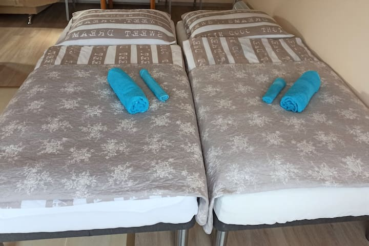 Full size beds (90x200)