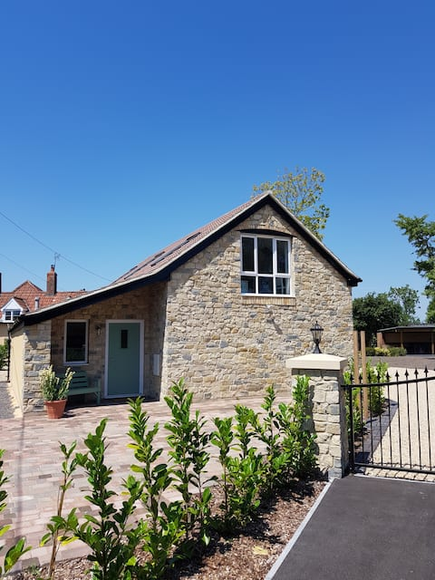 Loft apartment ideally located to explore Somerset