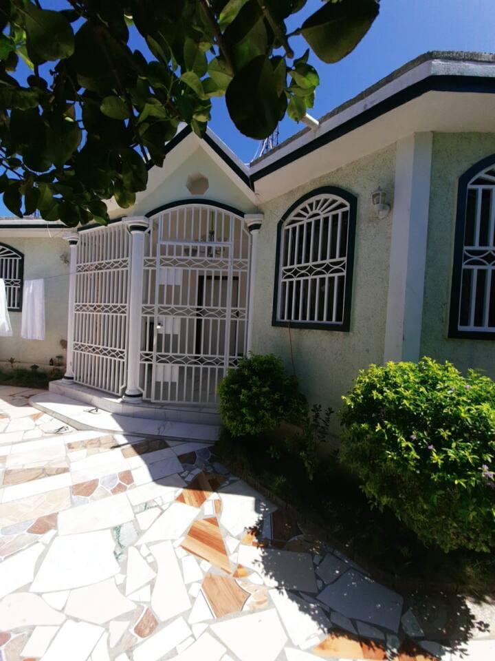 Maison entière - Port-Au-Prince (Haiti) 80$ / Nuit