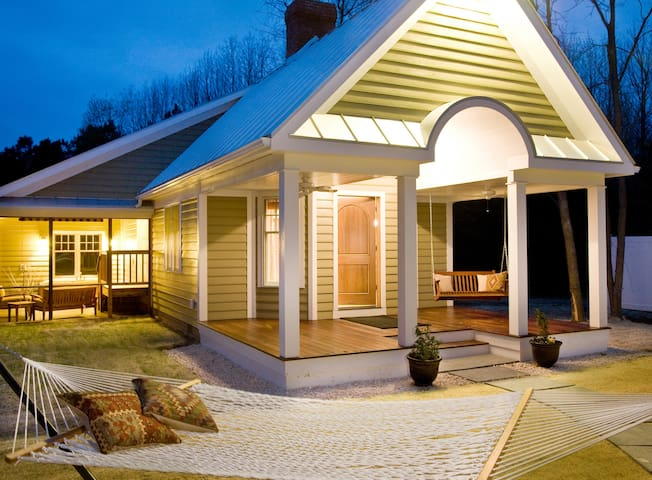 Mulberry Cottage - Brampton Bed and Breakfast Inn