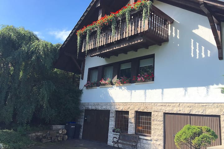 Large apartment in the Thuringian Forest - quiet with a fantastic view