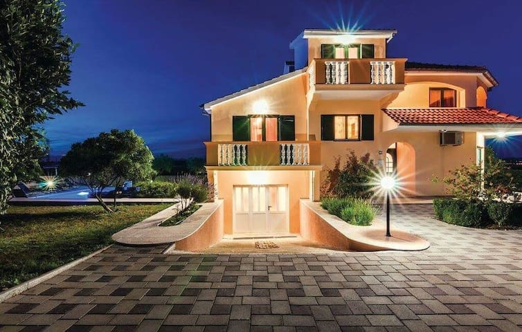 Wonderful House in Biograd