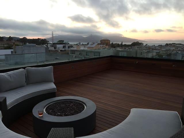 Large Private Chic Bed & Bath. Roof Deck View(D)