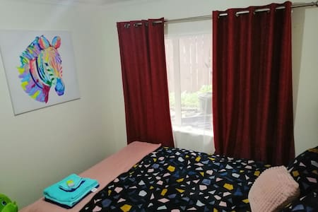 Accommodation near Auckland Airport & Bus/Train.