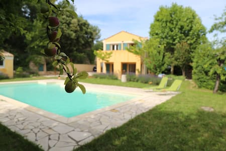 Charming tranquil house and garden with pool - Peypin-d'Aigues