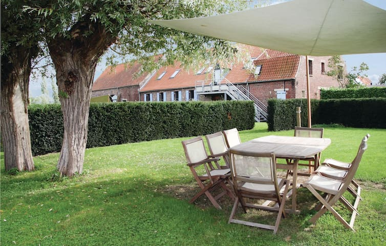 Holiday cottage with 3 bedrooms on 160 m² in Arques