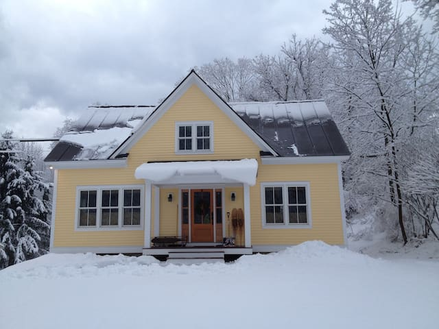 New England village Cape-style home - Lyme - Hus