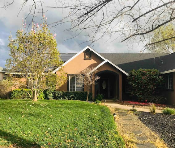 Large Home- next to Bidwell Park