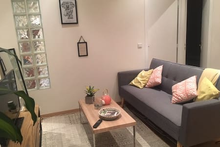 Nice private room in center, very well located - Paris