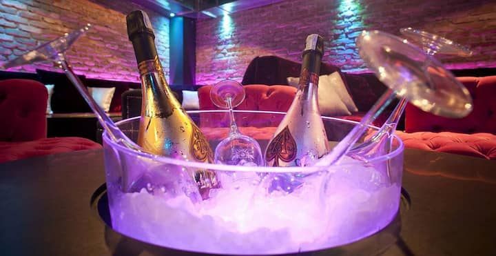 Pink Champagne club
