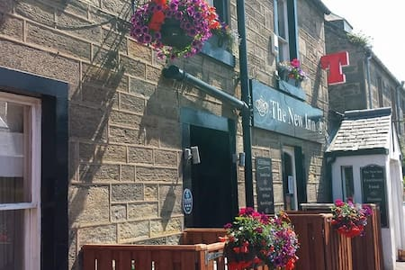 Ensuite rooms above a friendly local bar - Saint Andrews