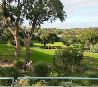 JOONDALUP GOLF RETREAT  Expect MORE and Enjoy MORE - Connolly - Ev