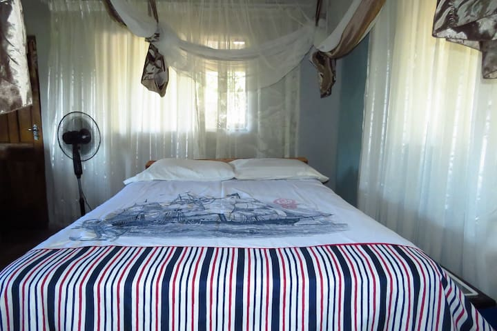 Sunrise Cottage: Bedroom 1 with double bed with shared shower + toilet, kitchen and veranda.   Ideal for married couple