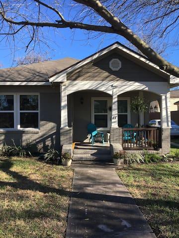 Updated bungalow in popular EaDo! - Houston - Maison