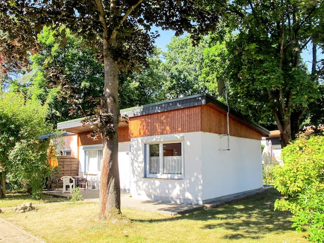 Cozy, bungalow style house in a small cottage area just 200 meters from the lake