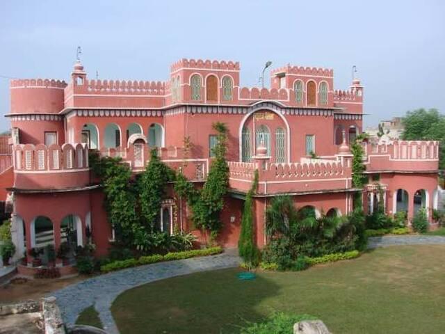 Heritage Suraj Palace.. Queen's Suite