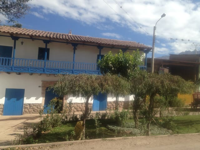 Urubamba cielo azul - Urubamba - Casa