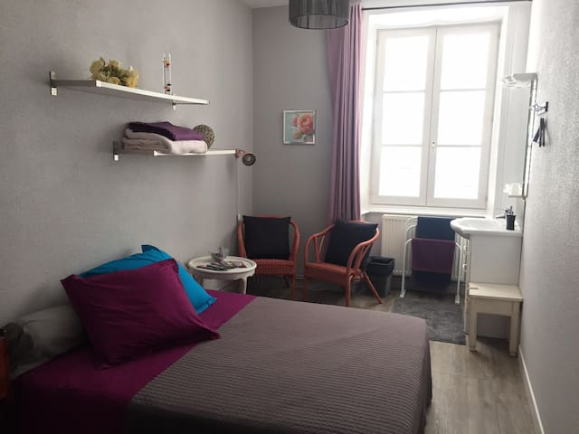 Chambre First d'Aromm - Ouches - Penzion (B&B)
