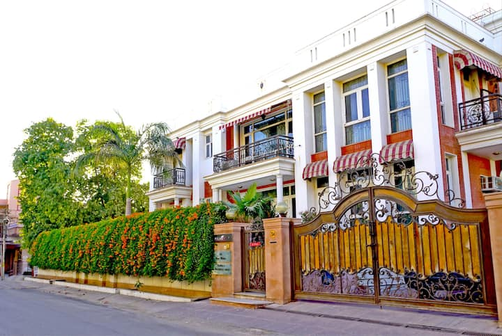 * PALM34 Jaipur- Premium Room,Bath,Breakfast,Wi-fi