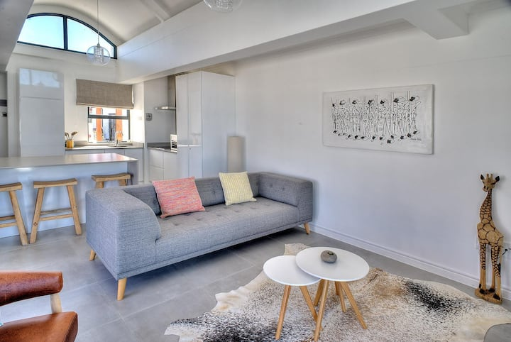 Trendy apartment with ocean & Table Mountain view